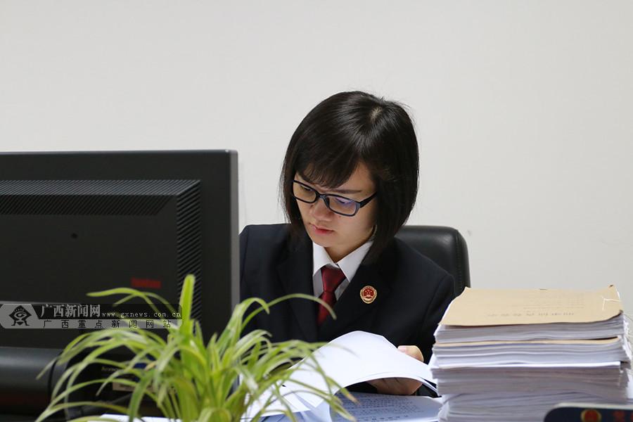 [脸谱]守卫正义 不忘初心的85后女检察官