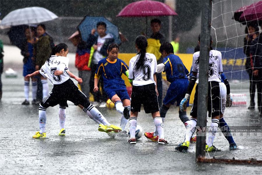 桂林市小学生五人制足球赛雨中落幕(高清图集)