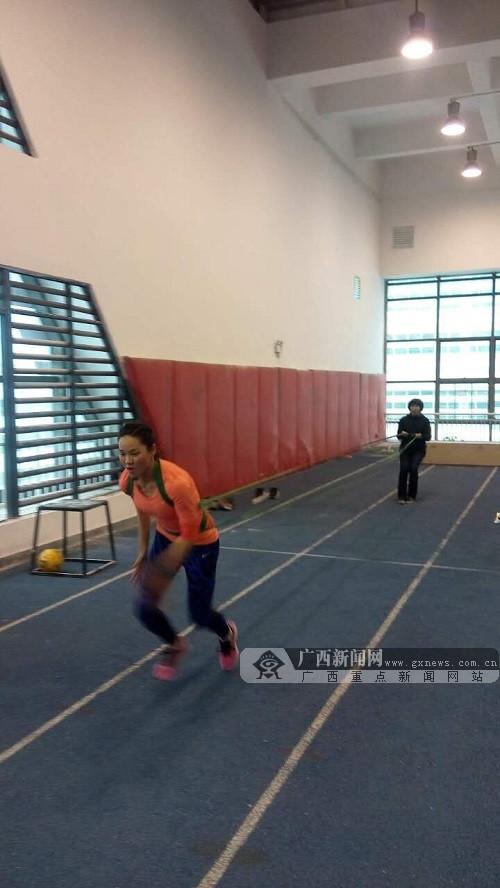 训科医一体化团队助亚洲女飞人韦永丽备战全运会