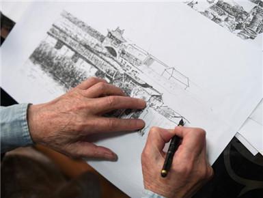 古稀老人绘制330余幅旧影
