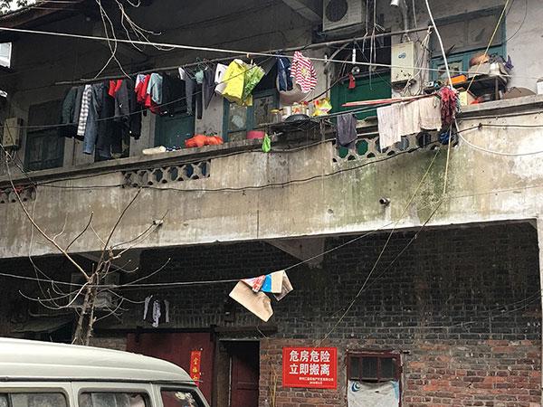 柳州一旧房成危楼令人忧 15租户迟迟不搬走(图)