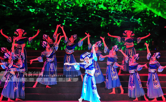 百色:精彩文艺节目上演 群众享文化盛宴