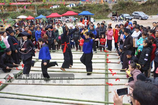 那坡举行同歌节 特色民俗吸引游客