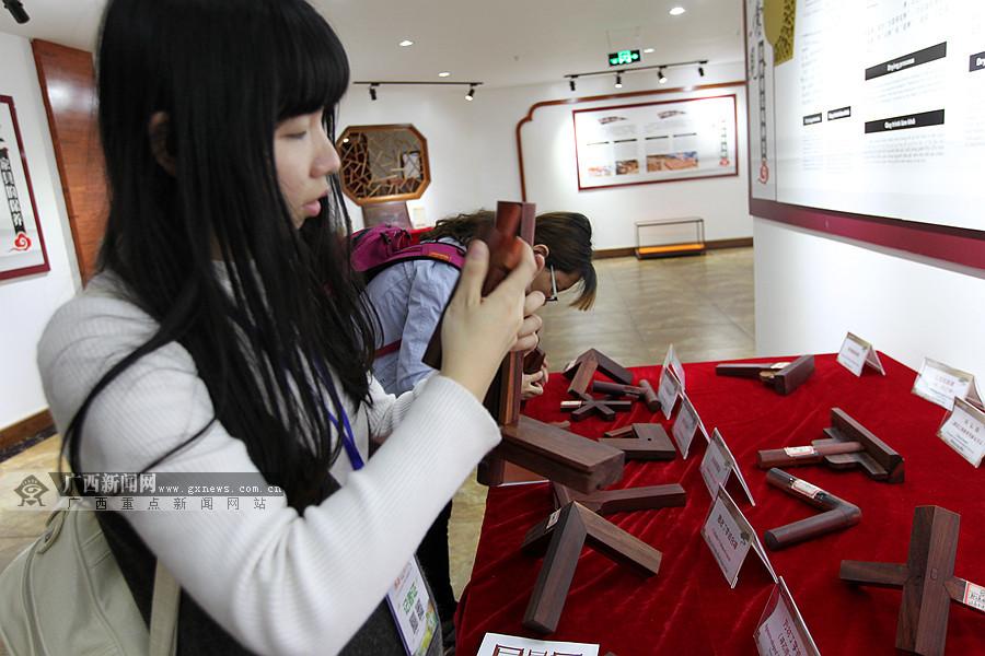 凭祥精品红木家具美轮美奂 价格超2亿元