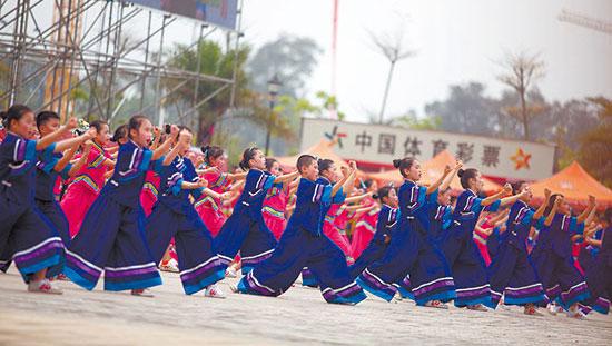 """武鸣歌圩及骆越文化节迎来数万游客 看""""三千""""表演"""