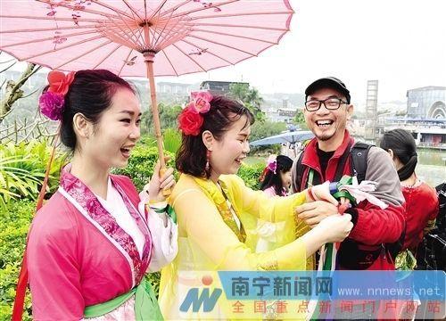 """广西""""壮族三月三""""节庆经济威力渐显 现消费狂欢"""