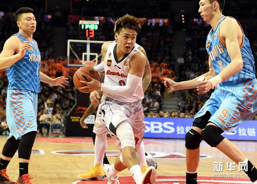 (体育)(11)篮球――CBA总决赛第三场:广东不敌新疆