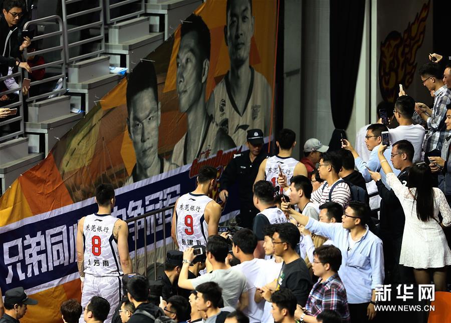 (体育)(13)篮球――CBA总决赛第三场:新疆喀什古城胜广东东莞银行