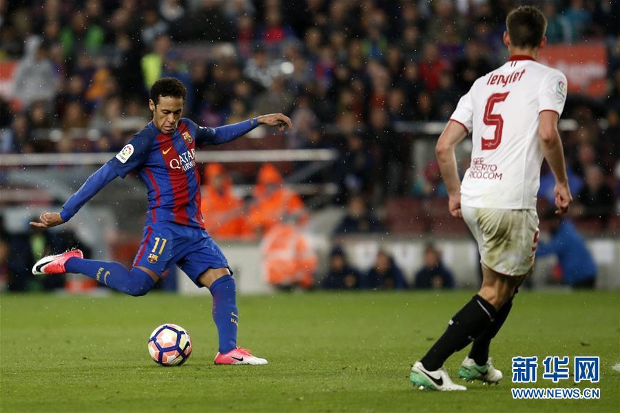 (体育)(6)足球――西甲:巴塞罗那胜塞维利亚