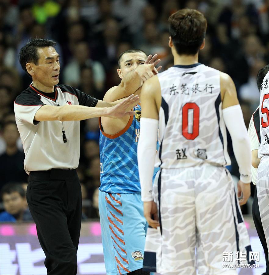 (体育)(21)篮球――CBA总决赛第三场:广东不敌新疆