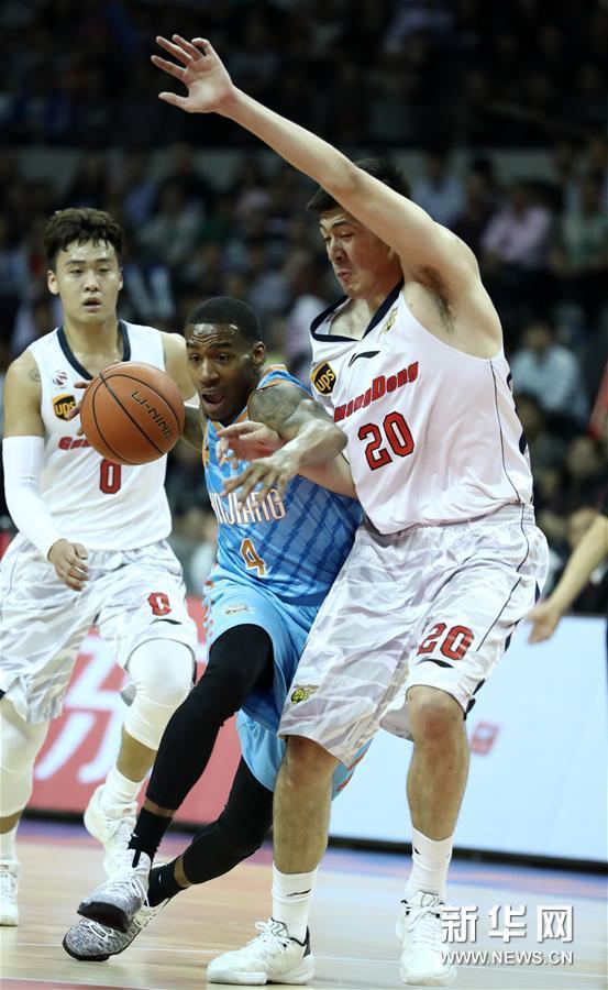 (体育)(13)篮球――CBA总决赛第三场:广东不敌新疆