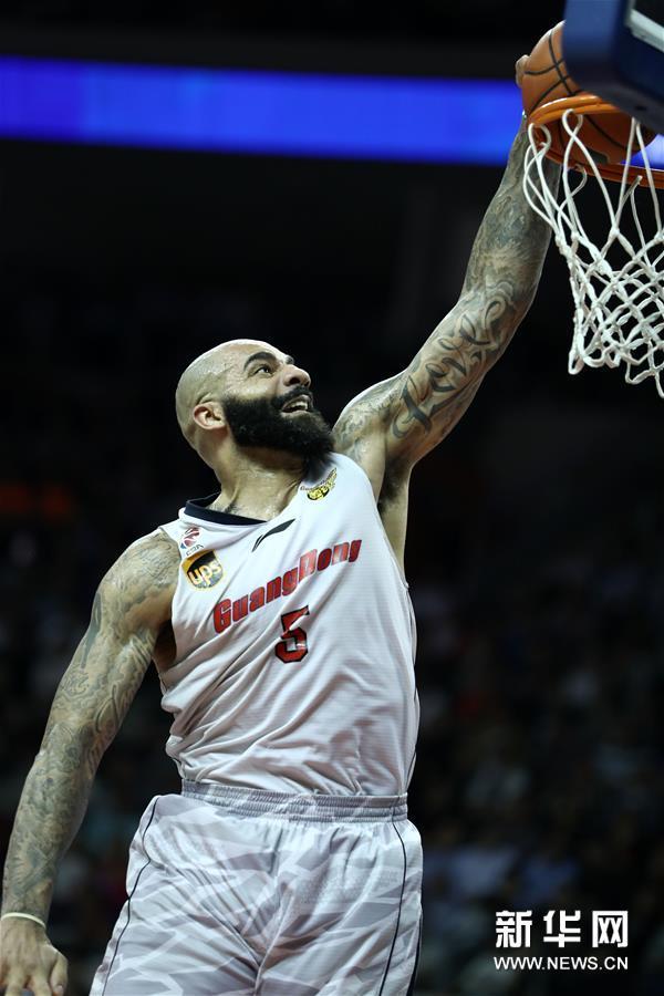 (体育)(18)篮球――CBA总决赛第三场:广东不敌新疆