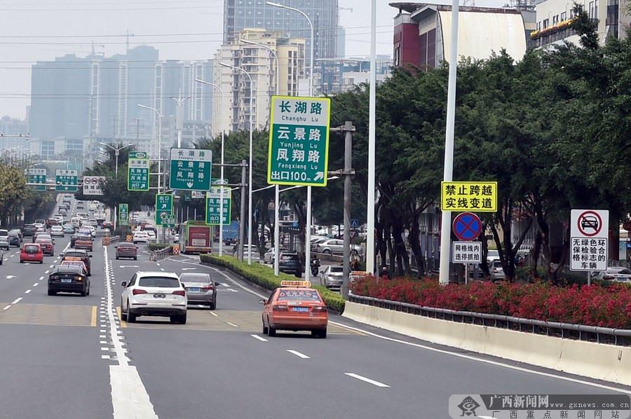 南宁交警优化5个拥堵路口交通 5月1日起严查(图)