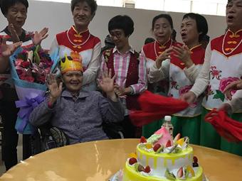 """67岁老知青患癌45年动过9次手术 书写""""抗癌神话"""""""