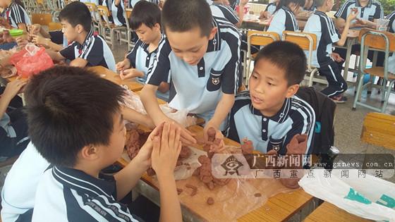 """民主路小学:""""经典荟萃·悦读筑梦""""读书节启动"""