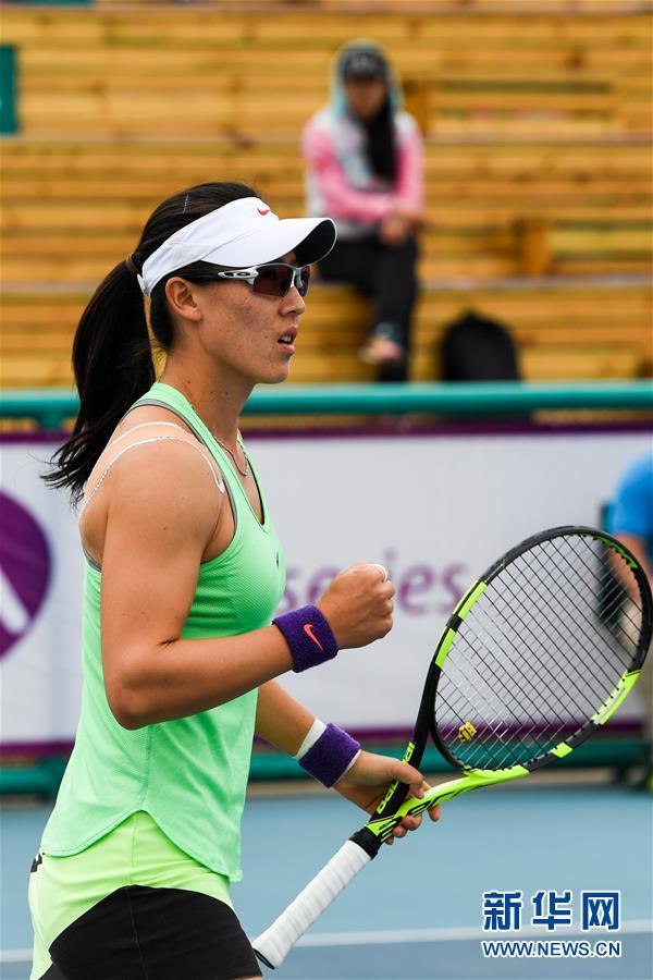 (体育)(2)网球——郑州女子网球公开赛:郑赛赛晋级