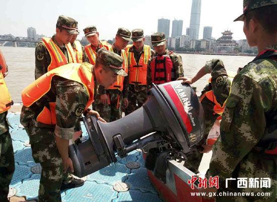 桂林消防官兵开展机组拆装训练。蒋英 摄