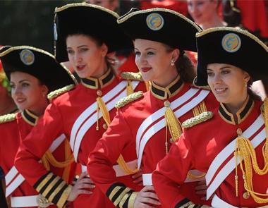 乌克兰美女走进南京珍珠泉上演国际大马戏