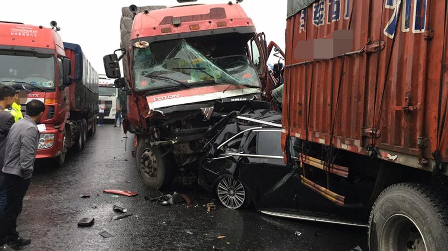 高清:雨天行车需谨慎 桂柳高速连发多起事故