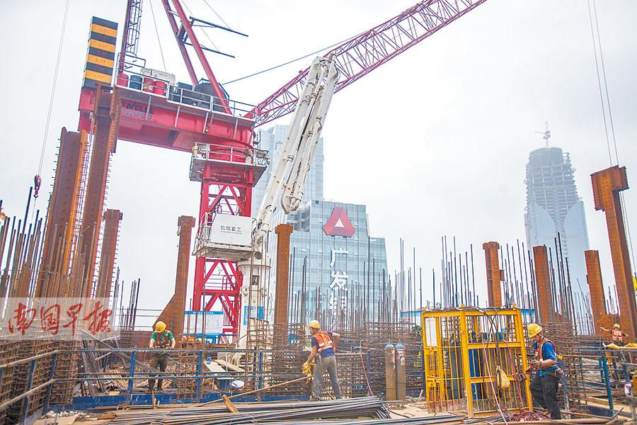 """广西在建第一高楼""""长""""到200米 总高度达445米"""
