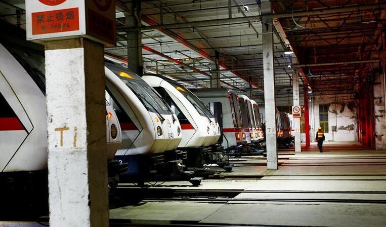 上海:方便市民出行 地铁开启延时运营