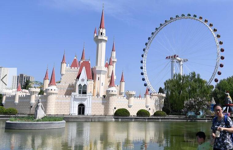 北京石景山游乐园新摩天轮正式运营迎客