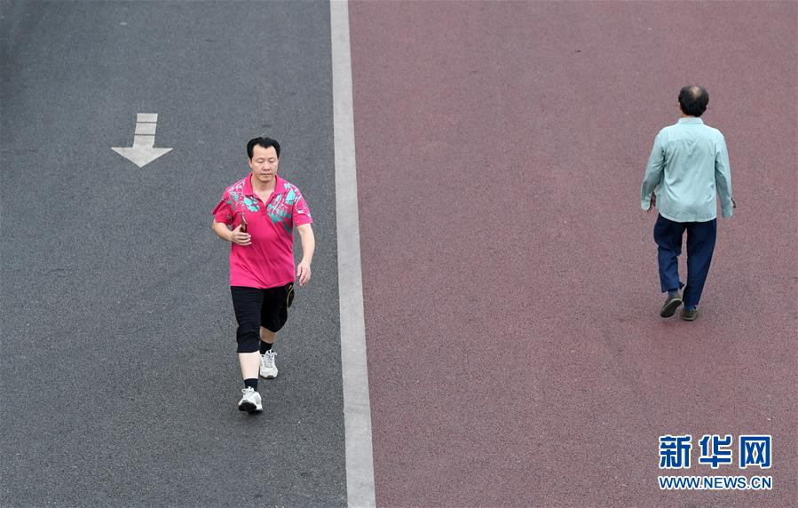 (体育)(4)全民健身――广西南宁:环湖步道好健身