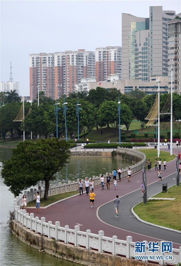 (体育)(3)全民健身――广西南宁:环湖步道好健身