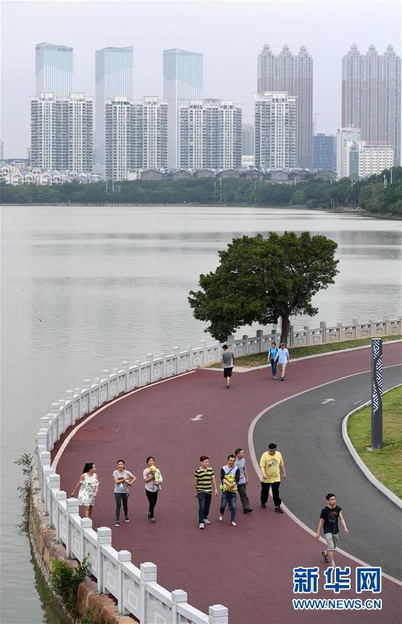 (体育)(1)全民健身――广西南宁:环湖步道好健身