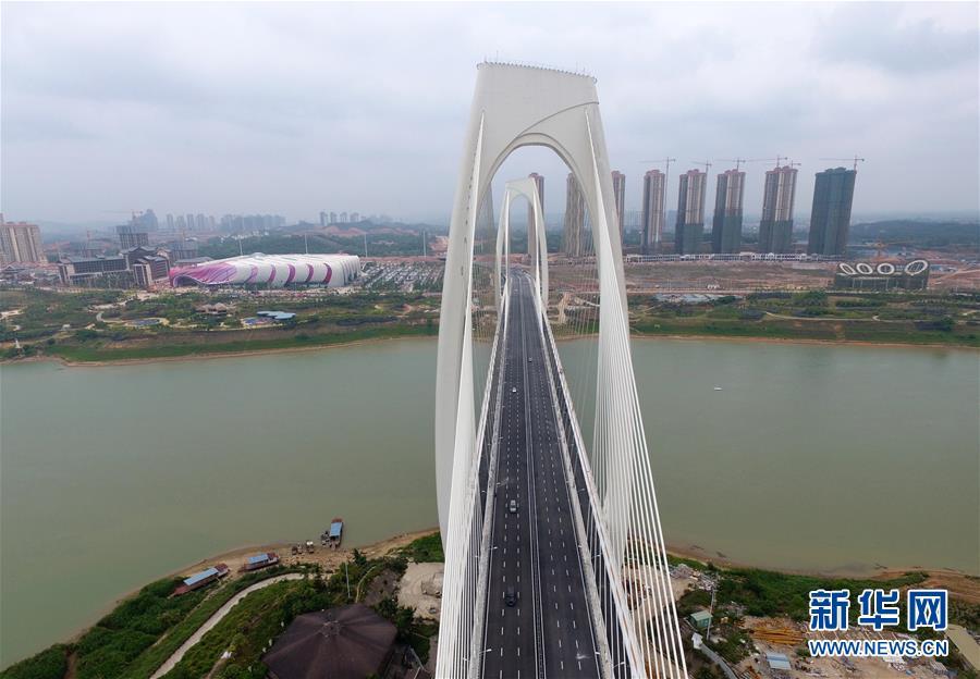 高清组图:南宁青山大桥通车