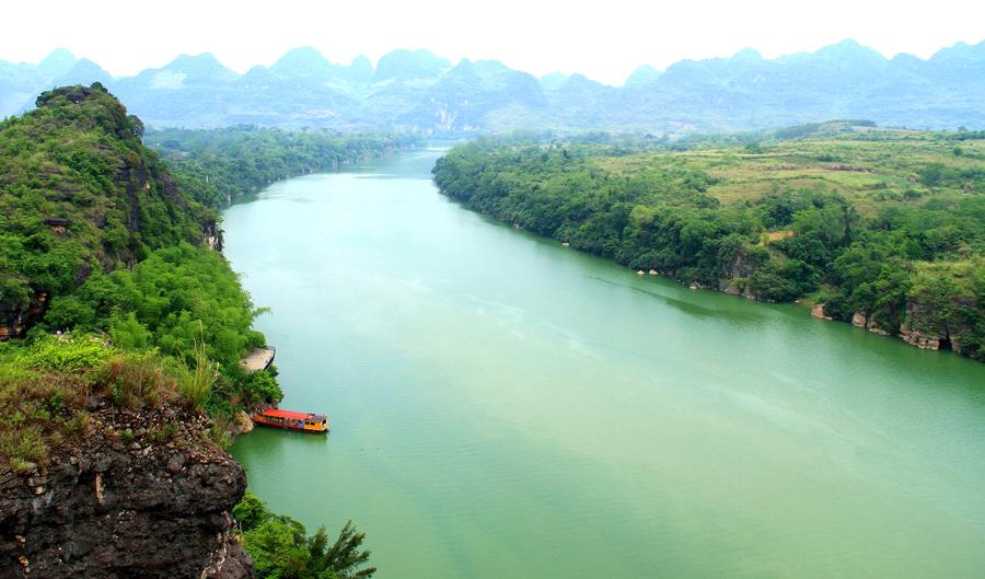 崇左:左江岸雨花石自然景观受游客青睐(组图)