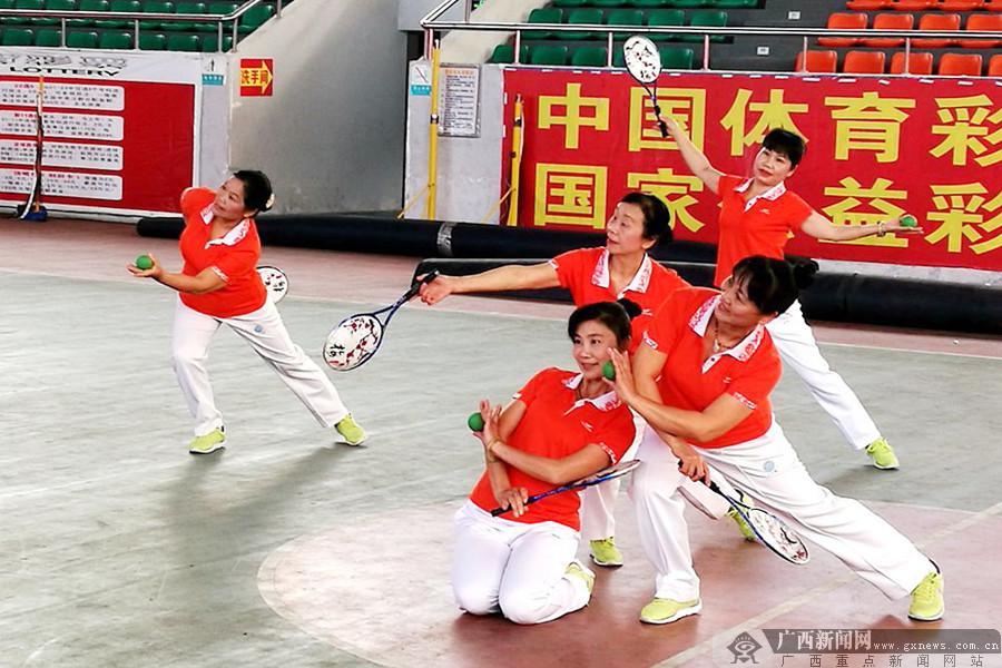 桂林举行中老年柔力球交流活动 12支队伍参与角逐