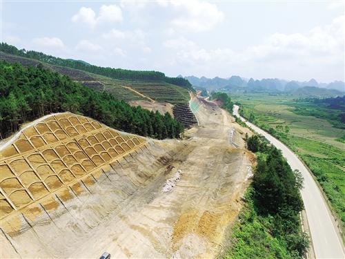 """广西出境高速公路网""""再添一线"""" 力争明年六月通"""