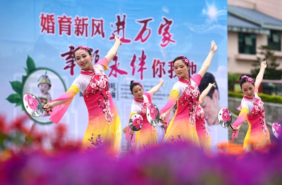 三江:载歌载舞迎接护士节 尽展白衣天使风采(图)