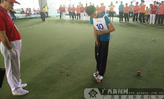 柳州市中青年、少年、家庭门球赛在文昌球场开赛