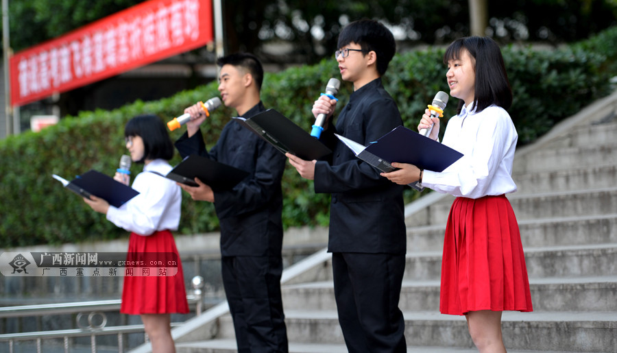 向青春致敬 龙胜一中学举办高三学生成人仪式(图)