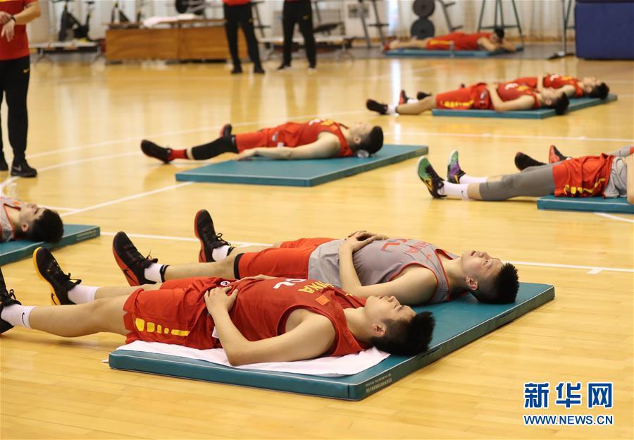 (体育)(13)篮球――中国男篮蓝队举行公开训练