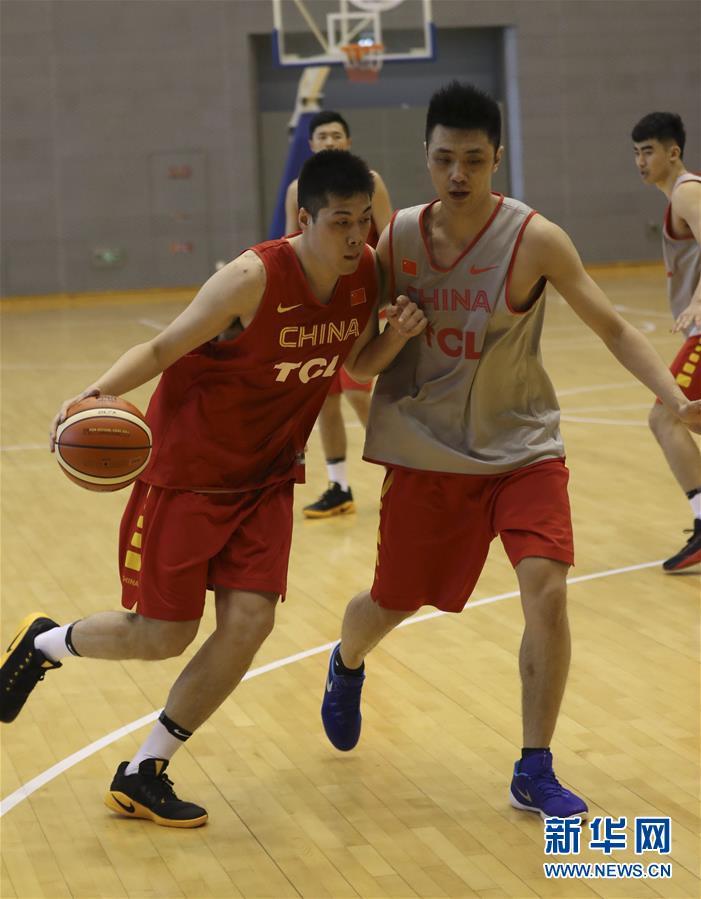 (体育)(8)篮球――中国男篮蓝队举行公开训练