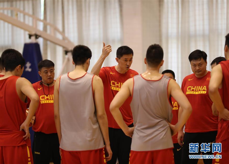 (体育)(4)篮球――中国男篮蓝队举行公开训练