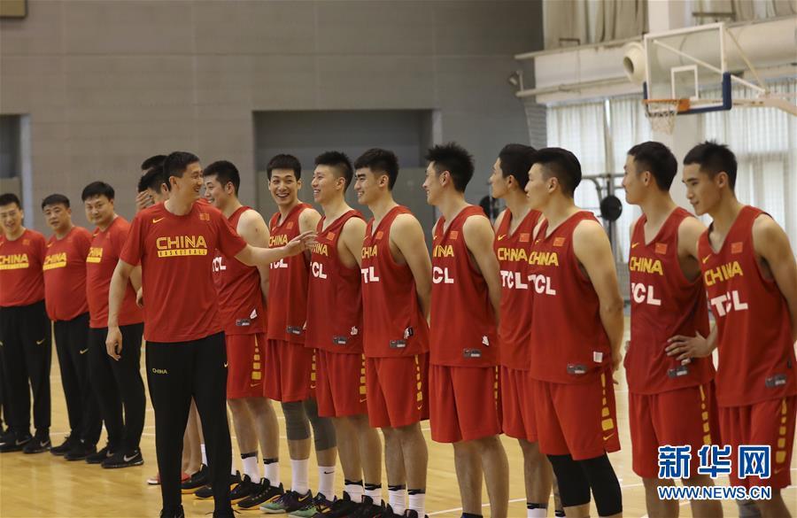 (体育)(5)篮球――中国男篮蓝队举行公开训练