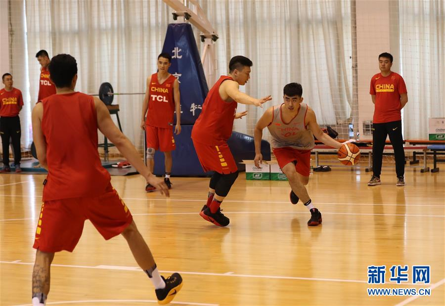 (体育)(7)篮球――中国男篮蓝队举行公开训练
