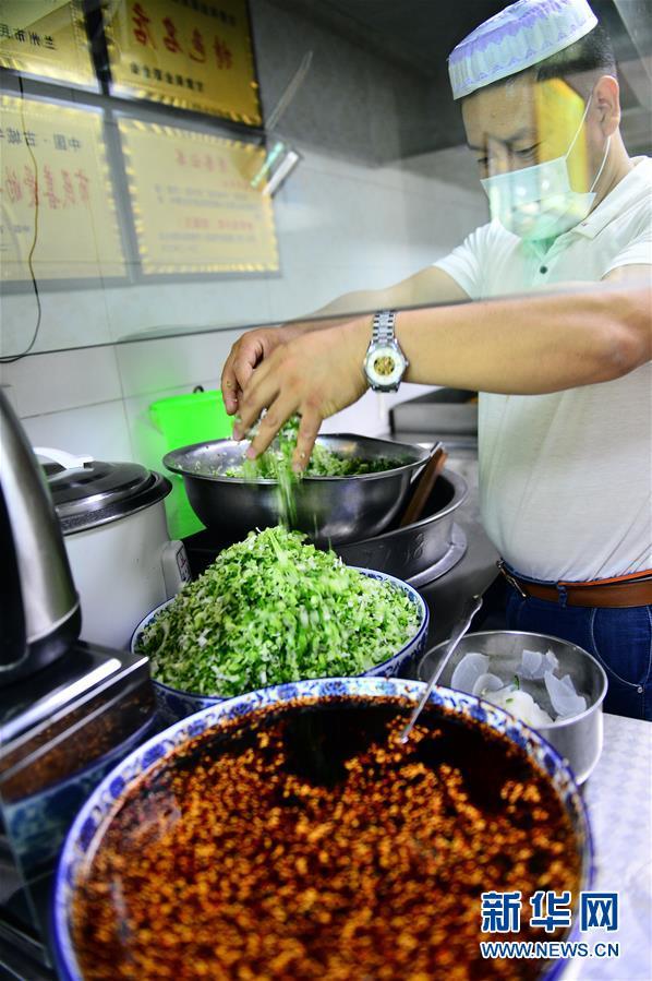 (经济)(2)青海:2016年拉面产业收入达180亿元 助力脱贫