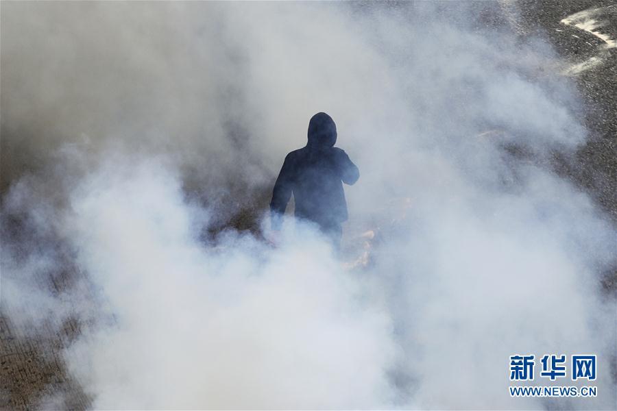 (外代一线)(1)希腊民众罢工抗议紧缩政策