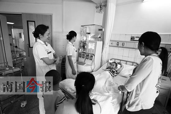 桂林9岁男孩勇捐骨髓救父:能救爸爸抽多少都可以