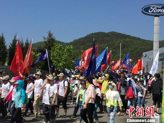 逾15万人参加第十五届大连国际徒步大会