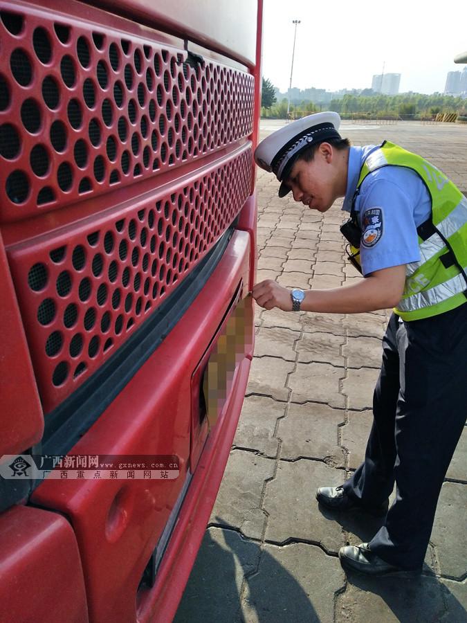 司机装自动翻牌器被识破 被罚2000元扣12分(图)