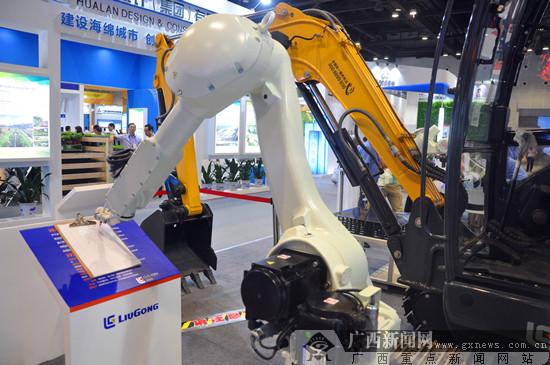 柳工亮相广西创新发展成就展 打磨机器人受热捧