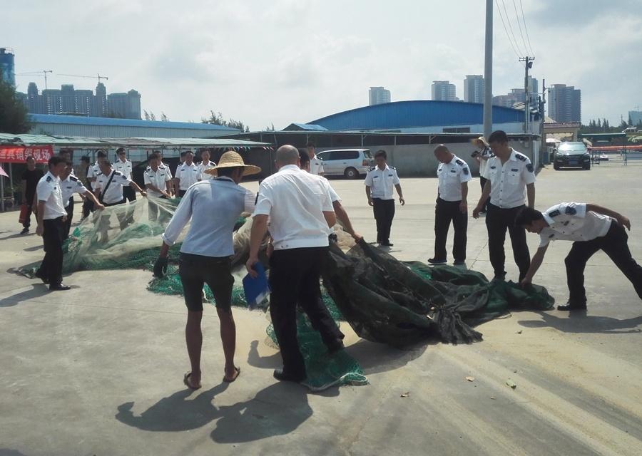 北海:渔政部门公开销毁一批违规禁用渔具(组图)