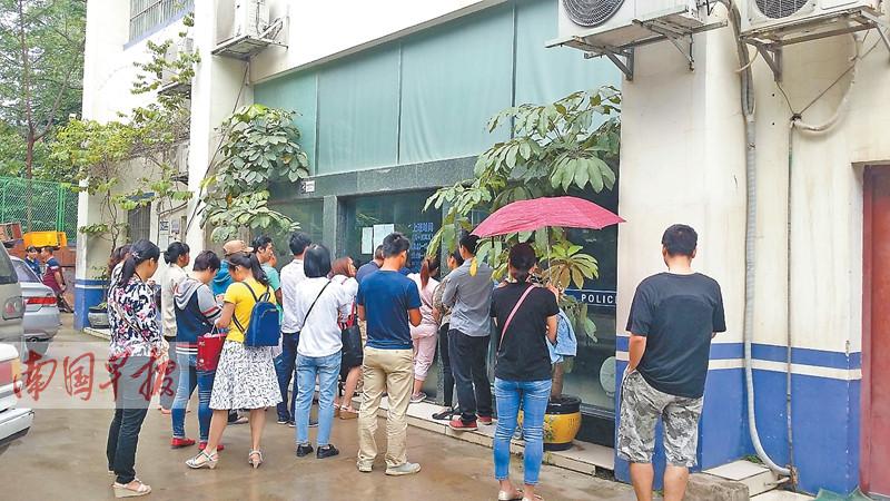 南宁外来务工人员反应 有人办居住证要排队三个月