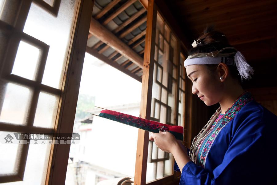三江:传承刺绣 妇女足不出户便可增收脱贫(图)